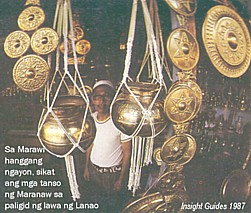 Ang panahón ng Bronze sa China ay kasabáy ng paghahari ng angkán